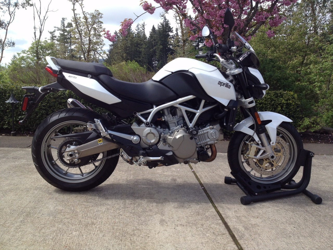See more photos for this Aprilia Mana 850, 2009 motorcycle listing