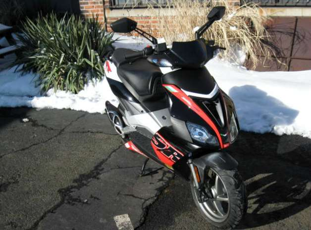 See more photos for this Aprilia SR 50 R Factory, 2009 motorcycle listing