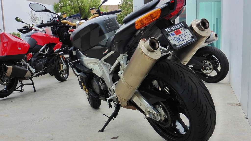 See more photos for this Aprilia Tuono 1000 R, 2010 motorcycle listing