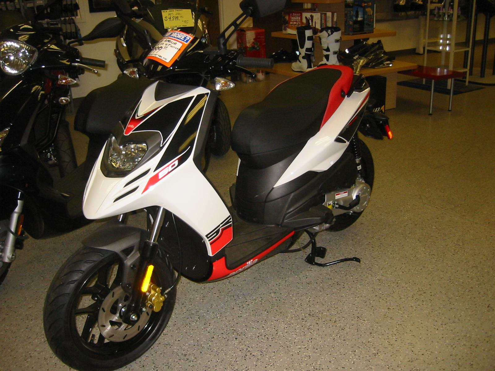 See more photos for this Aprilia SR 50 Motard 4T, 2014 motorcycle listing