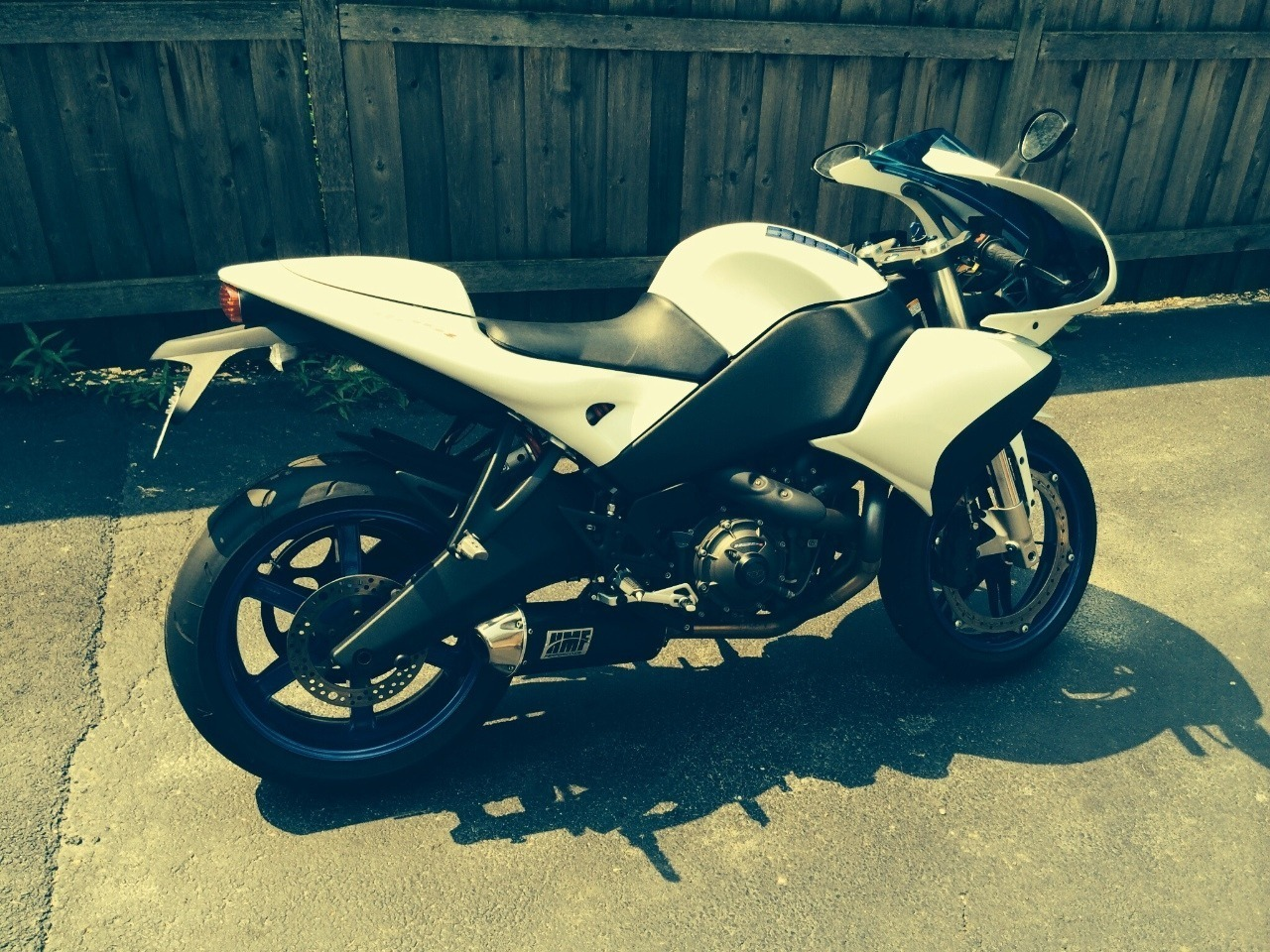 See more photos for this Buell 1125 R, 2009 motorcycle listing