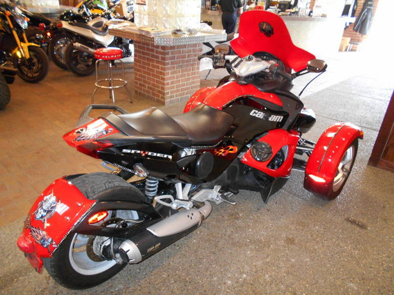 See more photos for this Can-Am Spyder Roadster SE5, 2009 motorcycle listing