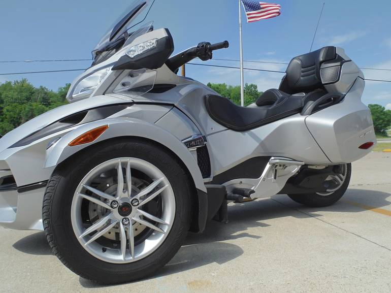 See more photos for this Can-Am SPYDER RT-SE5 A&C, 2010 motorcycle listing