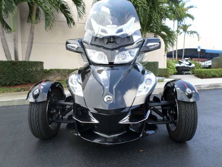 See more photos for this Can-Am Spyder RT-S SM5, 2010 motorcycle listing