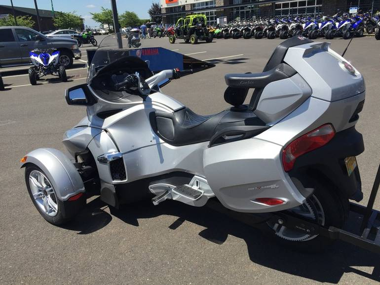 See more photos for this Can-Am Spyder Roadster RT, 2010 motorcycle listing