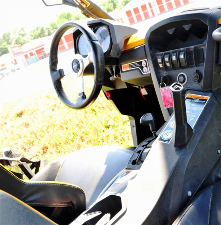 See more photos for this Can-Am Commander - 1000 XT 1000 XT, 2011 motorcycle listing