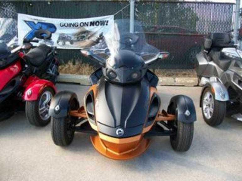 See more photos for this Can Am RS-S SE5, 2011 motorcycle listing
