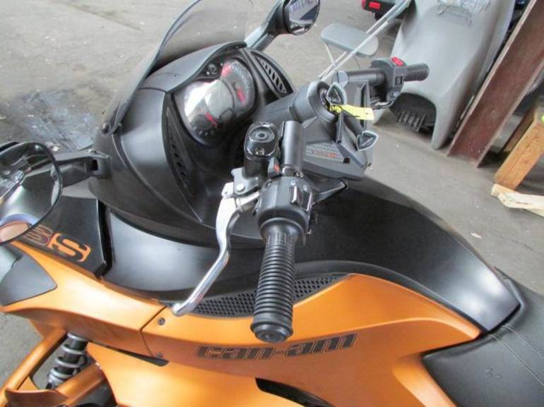 See more photos for this Can-Am SPYDER RS-S, 2011 motorcycle listing