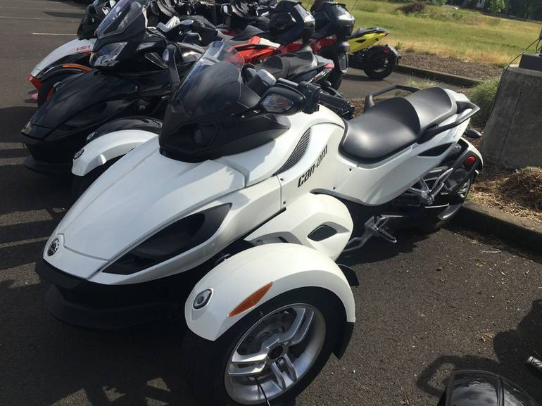 See more photos for this Can-Am Spyder RS SE5, 2011 motorcycle listing