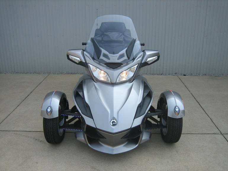 See more photos for this Can-Am Spyder RT A&C SE5, 2011 motorcycle listing