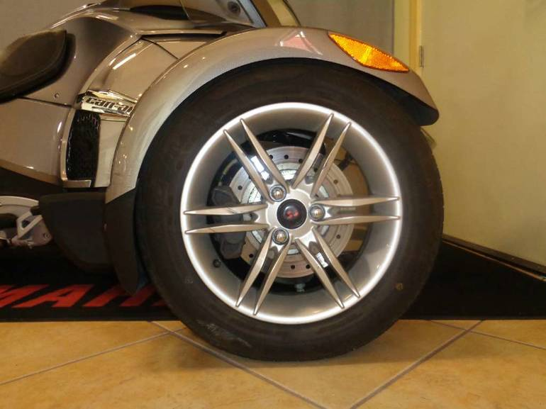 See more photos for this Can-Am Spyder RT Audio & Convenience SM5, 2011 motorcycle listing