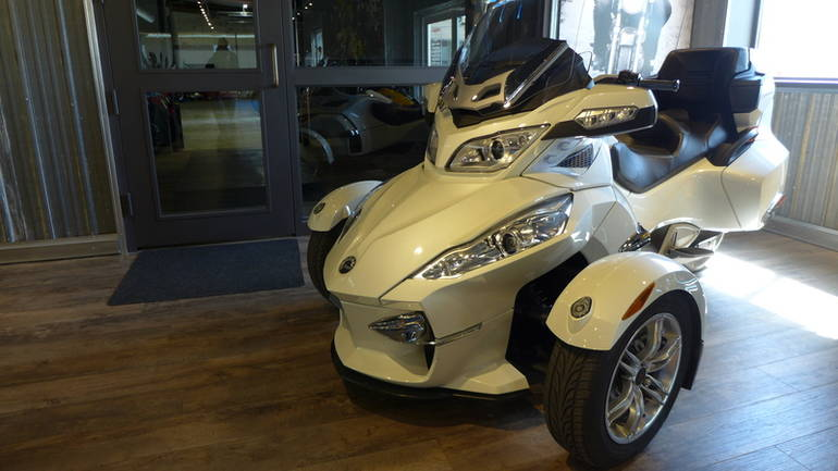See more photos for this Can-Am Spyder RT Limited SE5, 2011 motorcycle listing