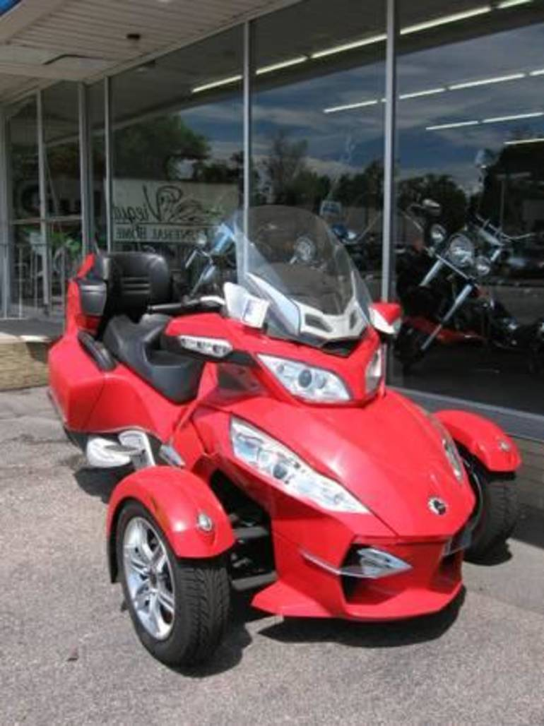 See more photos for this Can-Am Spyder RT-S SE5, 2011 motorcycle listing