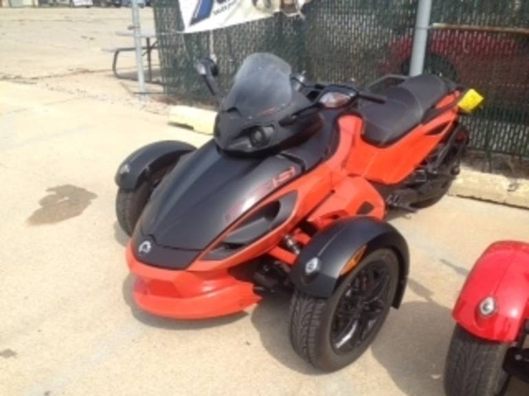 See more photos for this Can Am RSS SE5, 2012 motorcycle listing