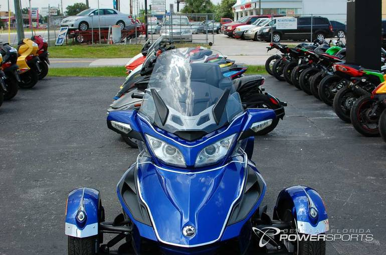 See more photos for this Can-Am Spyder RT Audio & Convenience SE5, 2012 motorcycle listing