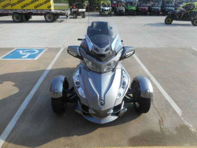 See more photos for this Can-Am Spyder RT Audio & Convenience SM5, 2012 motorcycle listing