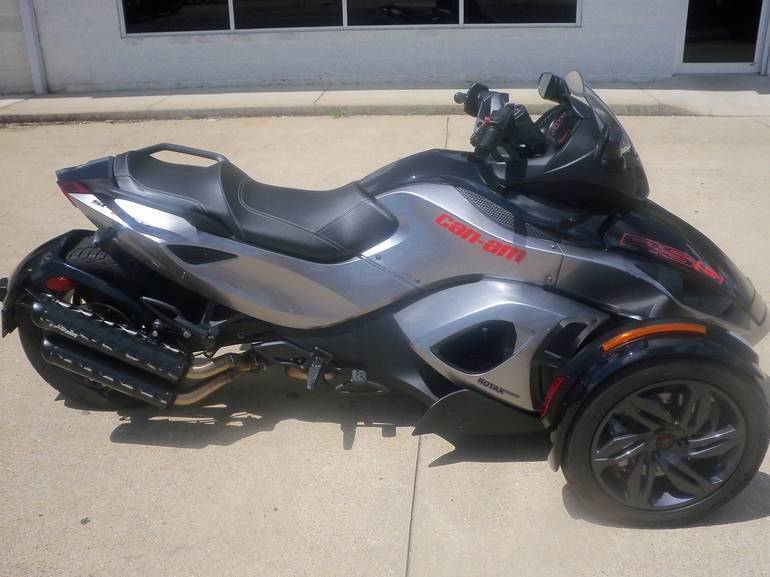 See more photos for this Can-Am Spyder® RS-S SM5, 2013 motorcycle listing