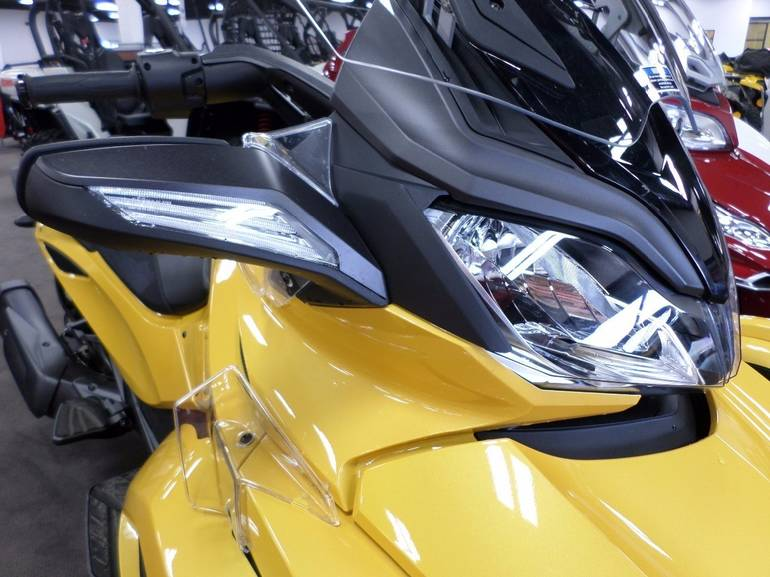 See more photos for this Can-Am Spyder ST-S , 2013 motorcycle listing