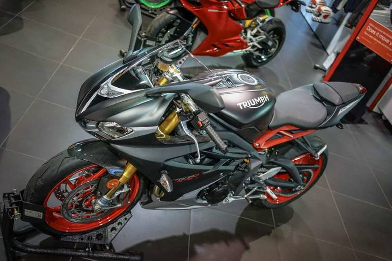 See more photos for this Custom TRIUMPH DAYTONA 675R, 2015 motorcycle listing