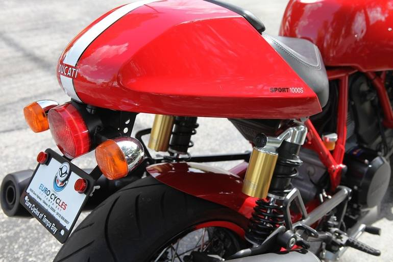 See more photos for this Ducati SPORT CLASSIC 1000S, 2007 motorcycle listing