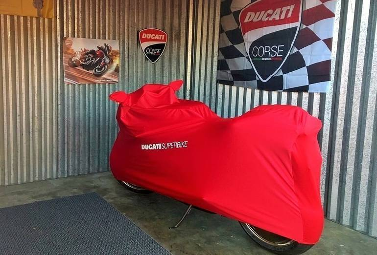 See more photos for this Ducati Superbike 1098 R, 2008 motorcycle listing