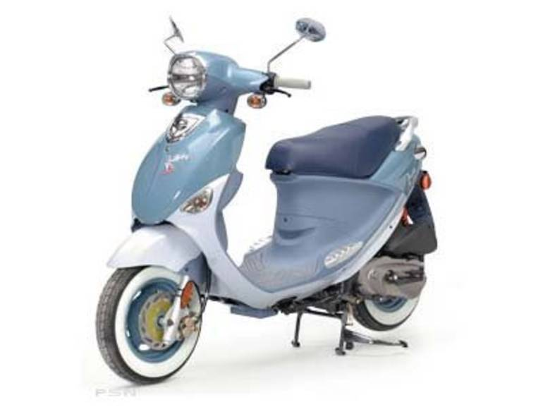 See more photos for this Genuine Scooter Company Buddy International Saint-Tropez (150 cc), 2010 motorcycle listing