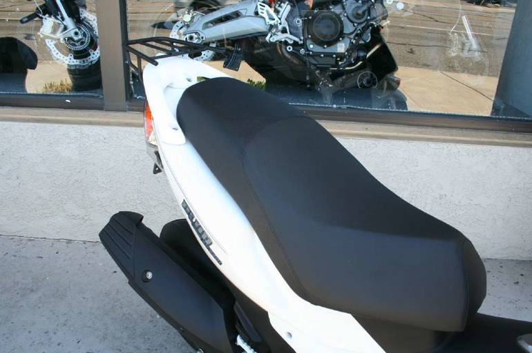 See more photos for this Genuine Scooter Company Blur SS 220i, 2013 motorcycle listing