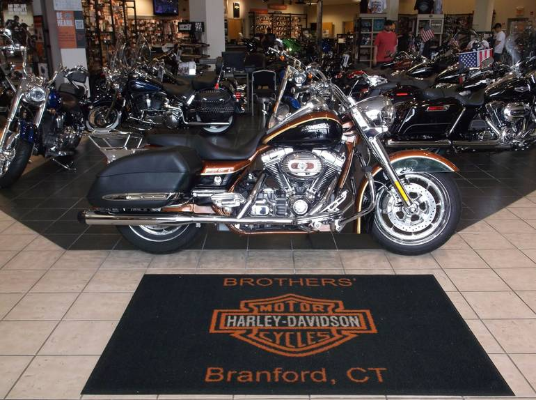 See more photos for this Harley-Davidson CVO™ Screamin' Eagle® Road King®, 2008 motorcycle listing
