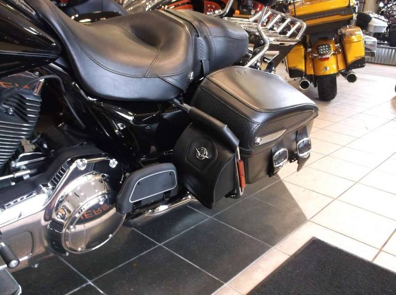 See more photos for this Harley-Davidson Road King® Classic, 2010 motorcycle listing