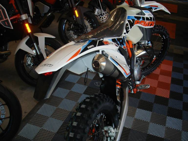 See more photos for this KTM 300 XC-W SIXDAYS, 2015 motorcycle listing