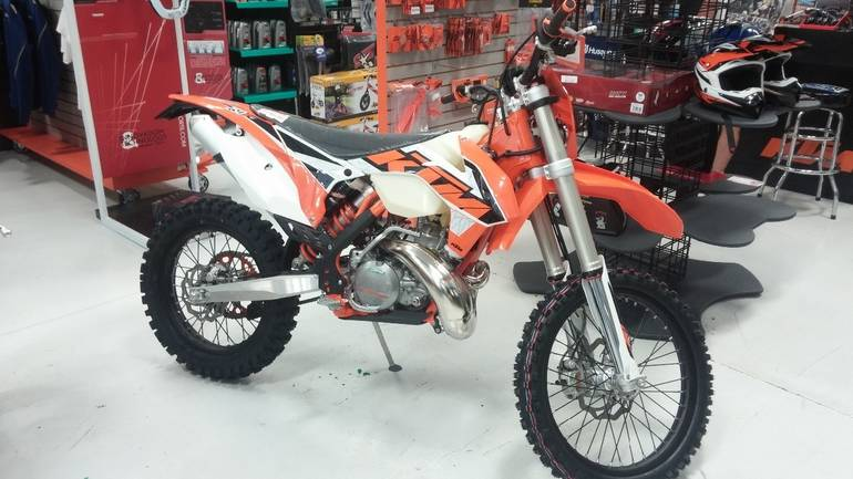 See more photos for this KTM 250 XC-W, 2016 motorcycle listing