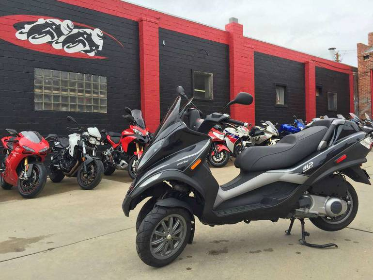 See more photos for this Piaggio MP3 250, 2009 motorcycle listing