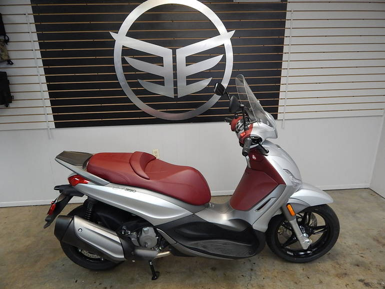 See more photos for this Piaggio BV 350, 2014 motorcycle listing