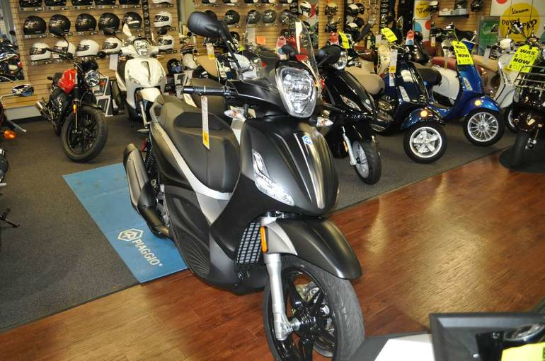 See more photos for this Piaggio BV 350, 2015 motorcycle listing