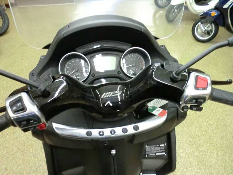 See more photos for this Piaggio MP3 500 ABS Nero Carbonio, 2016 motorcycle listing