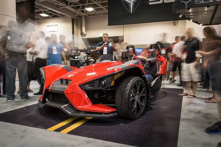 See more photos for this Polaris Slingshot Reverse Trike SL, 2015 motorcycle listing