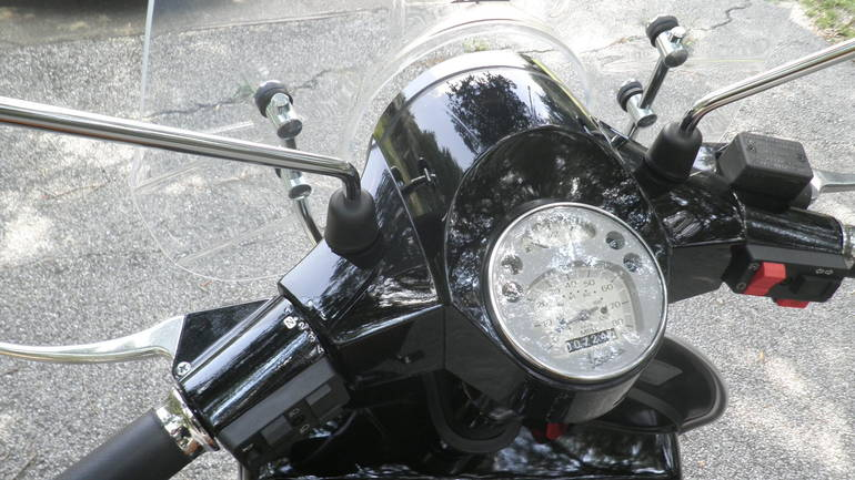 See more photos for this Vespa Px 150E, 2005 motorcycle listing