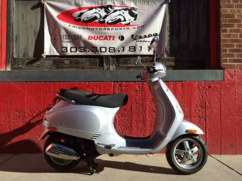 See more photos for this Vespa LX 150, 2006 motorcycle listing