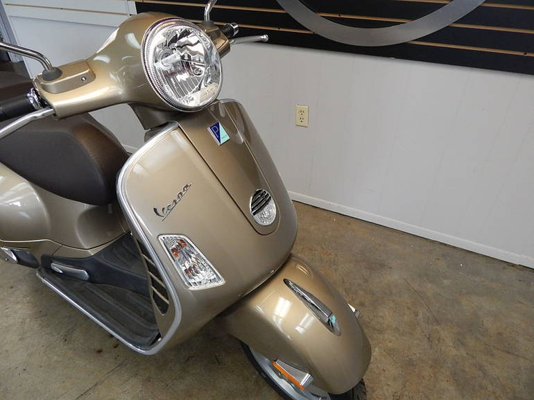 See more photos for this Vespa GTS 300 IE, 2013 motorcycle listing