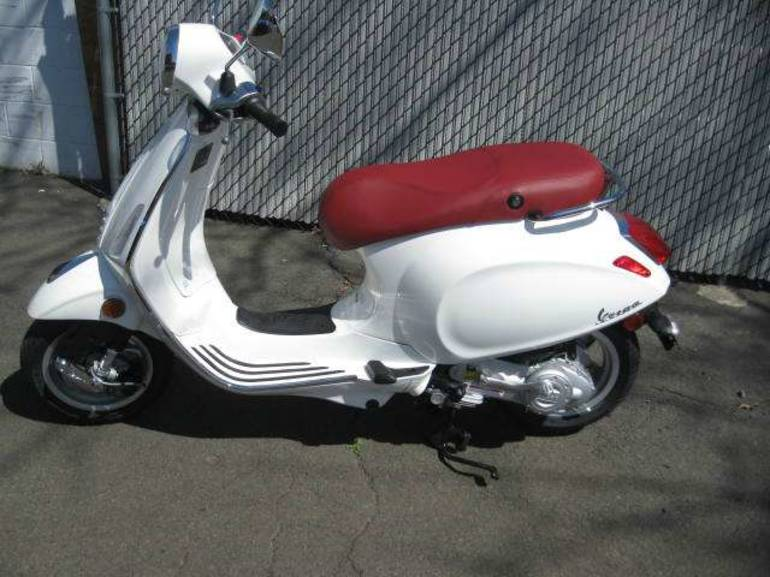 See more photos for this Vespa Primavera 150 i.e., 2015 motorcycle listing