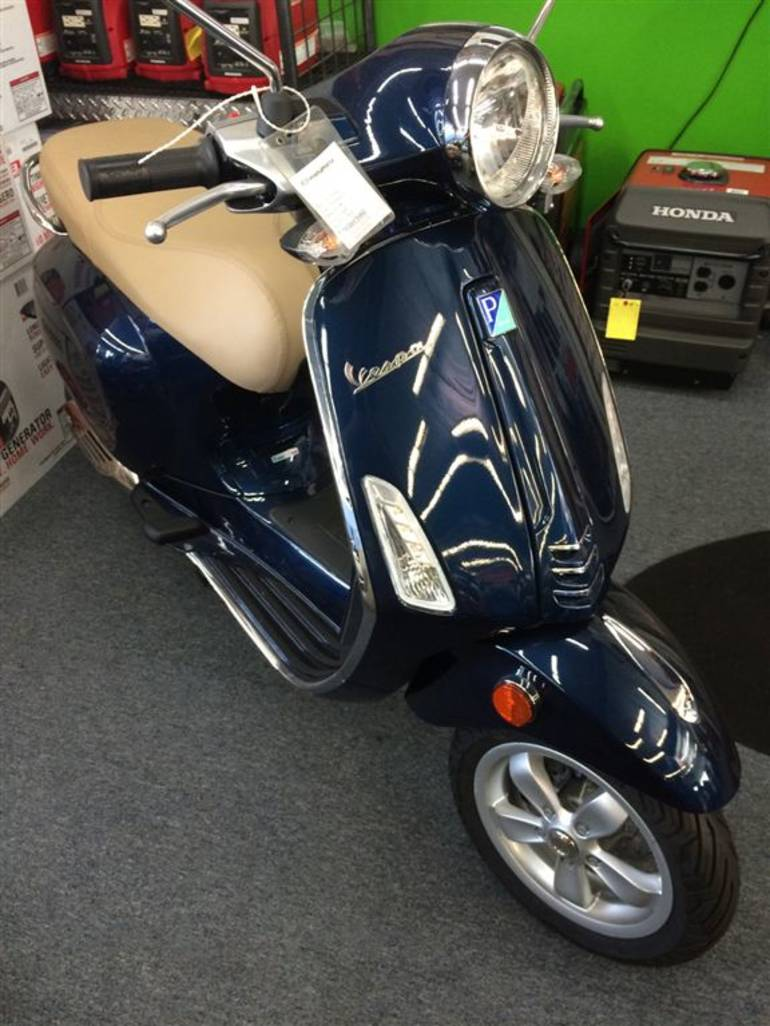 See more photos for this Vespa Primavera 50 4V, 2015 motorcycle listing