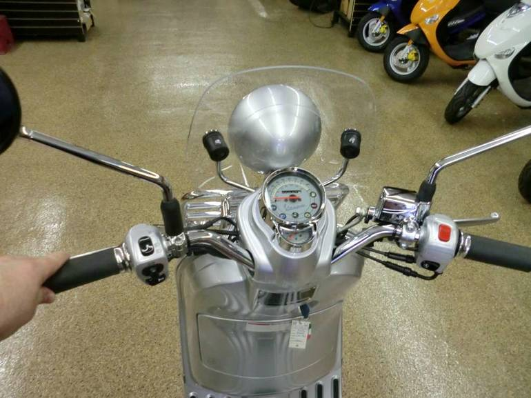 See more photos for this Vespa LXV 150 i.e., 2016 motorcycle listing