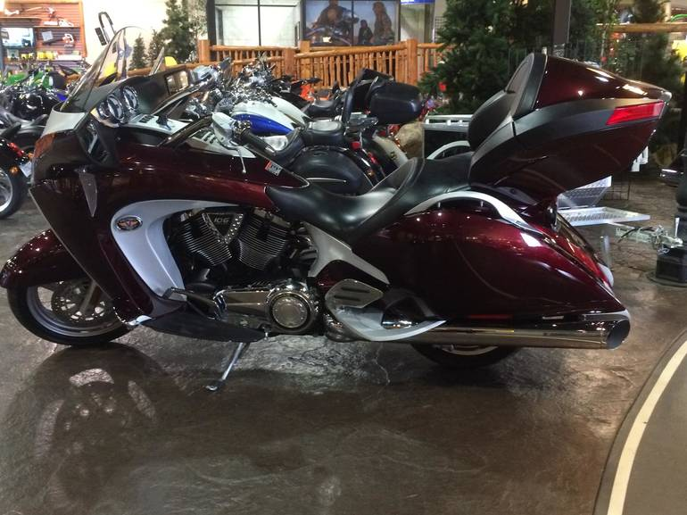 See more photos for this Victory Vision Tour Premium, 2008 motorcycle listing