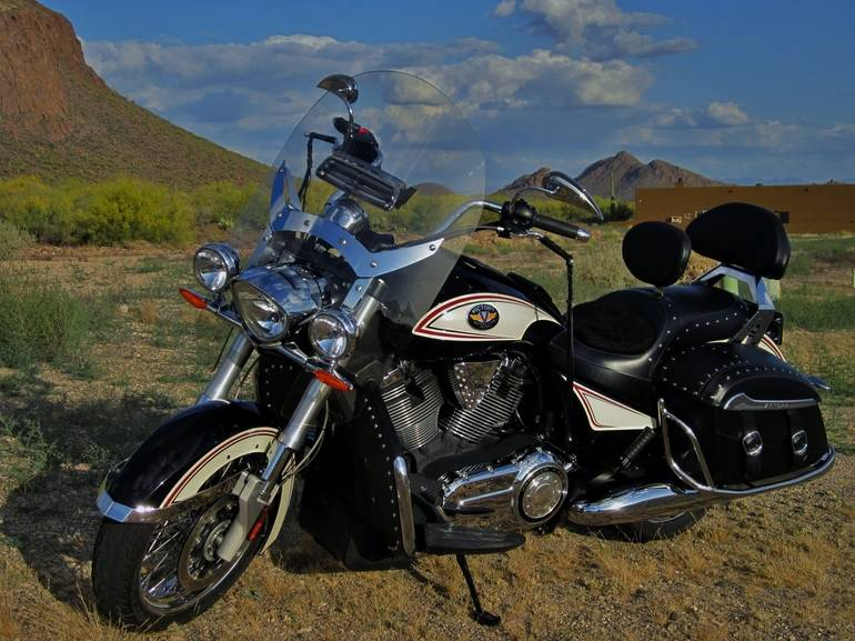 See more photos for this Victory Cross Roads CLASSIC, 2012 motorcycle listing