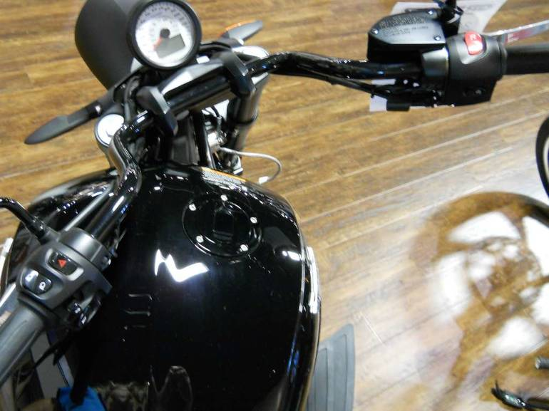 See more photos for this Victory Cross Roads 8-Ball, 2014 motorcycle listing