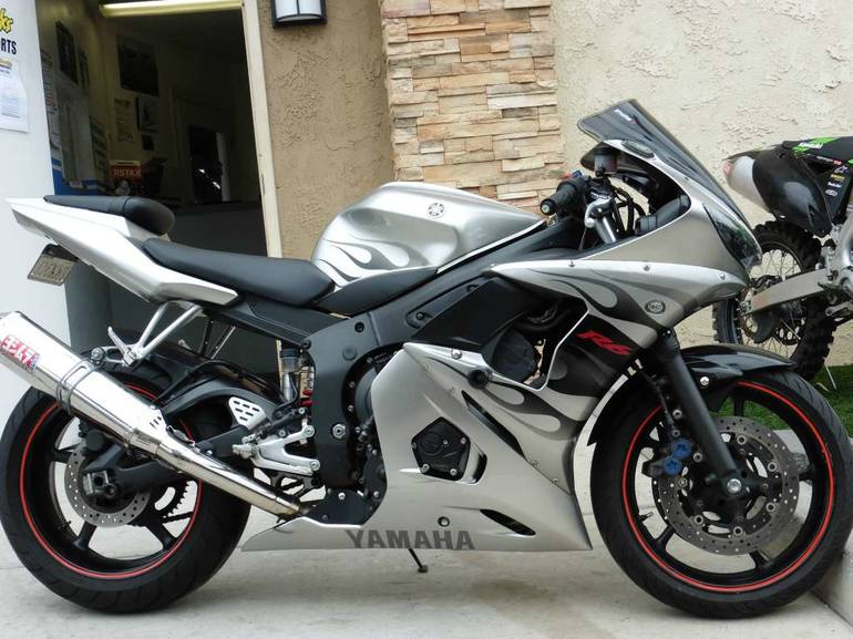 See more photos for this Yamaha YZF-R6, 2004 motorcycle listing