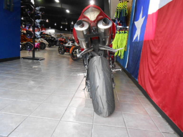 See more photos for this Yamaha YZF R1, 2005 motorcycle listing