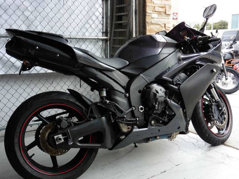 See more photos for this Yamaha YZF-R1, 2007 motorcycle listing