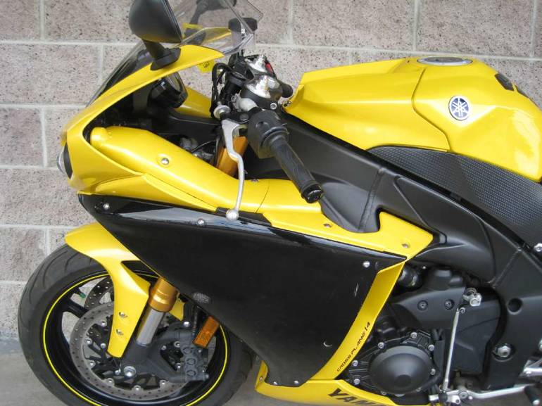 See more photos for this Yamaha YZF-R1, 2009 motorcycle listing