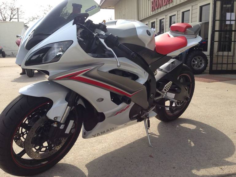 See more photos for this Yamaha YZF-R6, 2009 motorcycle listing